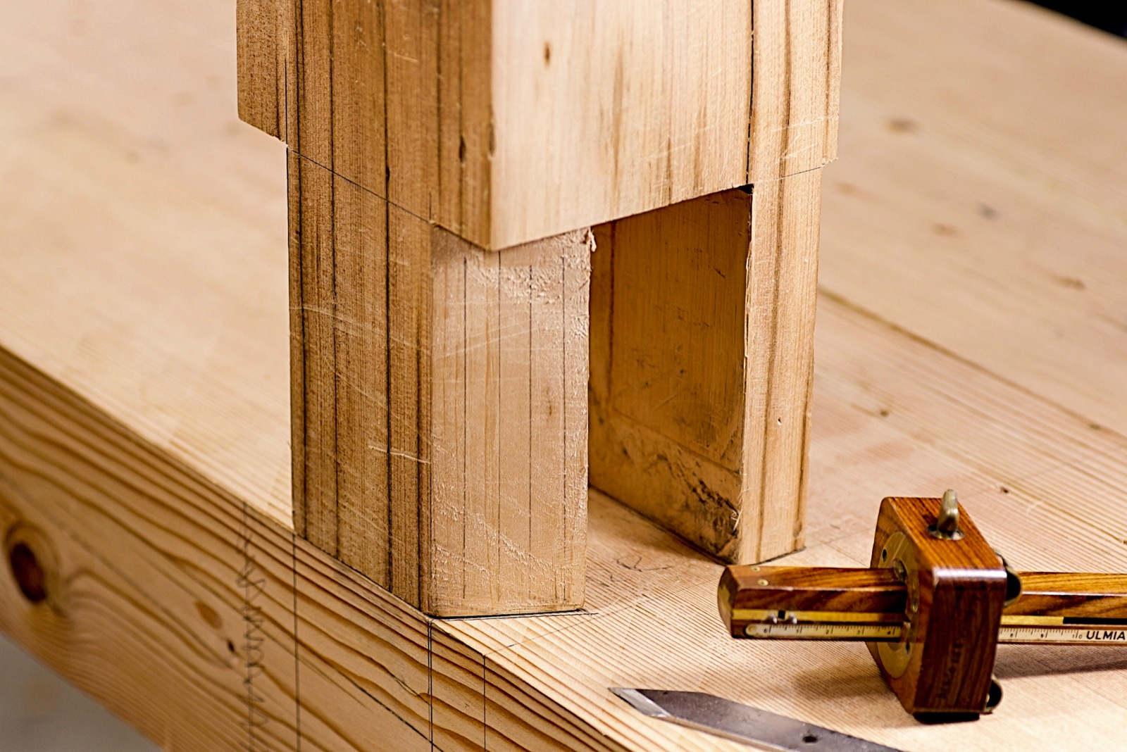 One leg tenons sitting on the top