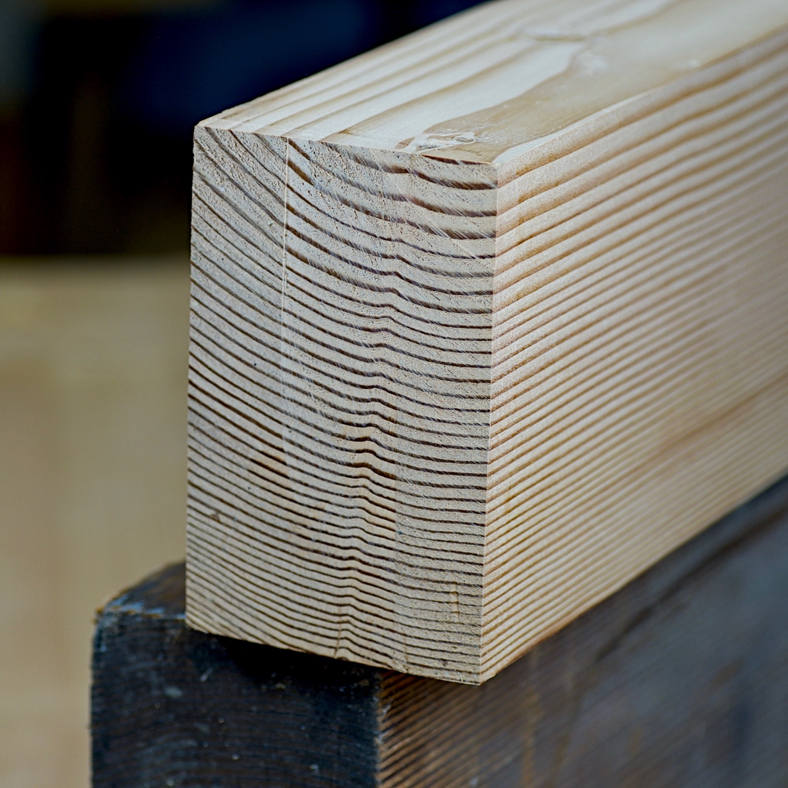 The end of a stretcher board showing its grain.